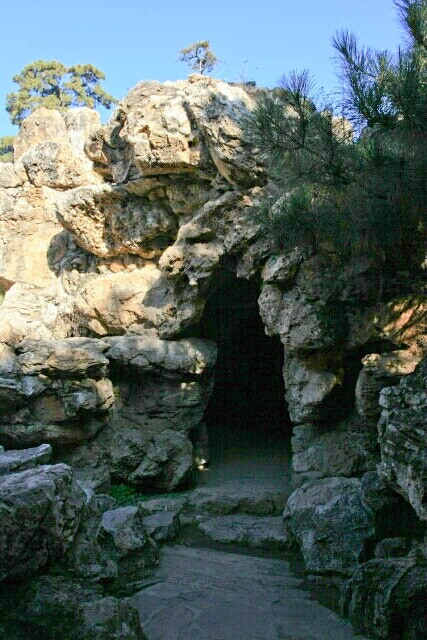 Entrance to the Cave at the Wenjin Chamber 文津阁