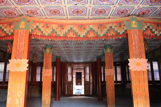Impressive Interiors of the Xumifushou Temple Main Building