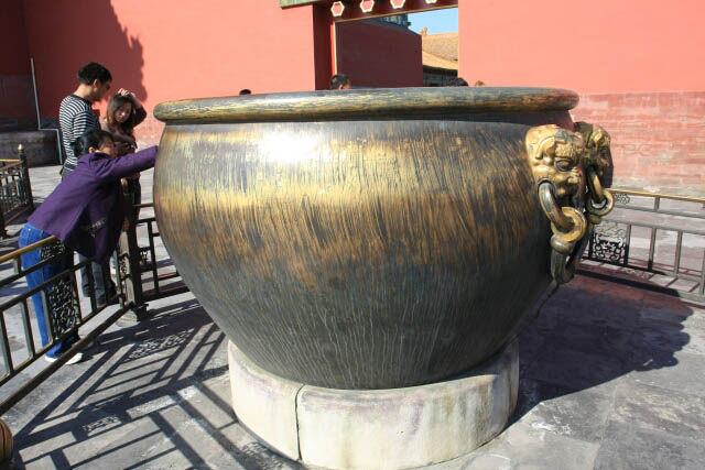 Copper and Iron Vats Outside the Hall of Supreme Harmony 太和殿