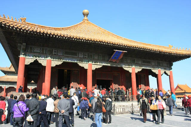 Hall of Central Harmony 中和殿 Filled with People