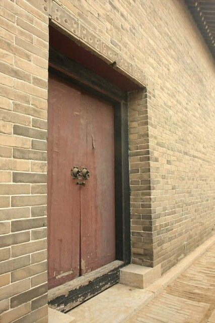 Old Door in the Confucius Mansion 孔府