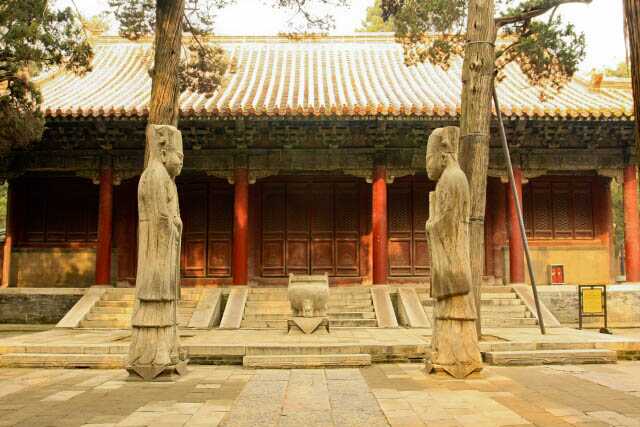 Entrance to the Sacrificial Hall 享殿 at the Confucius Forest 孔林