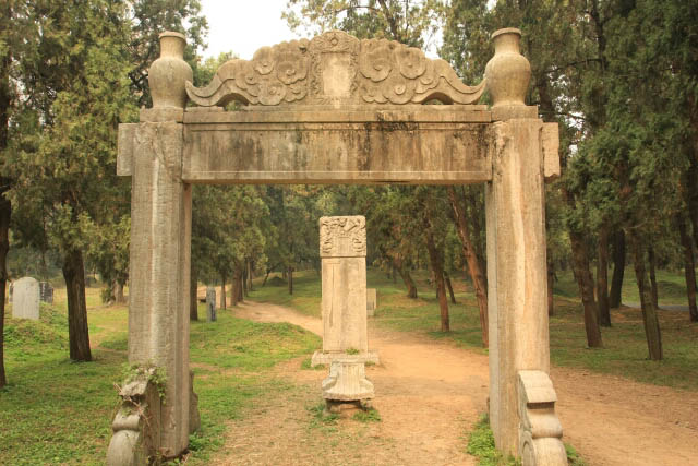 Arch at the Confucius Forest 孔林