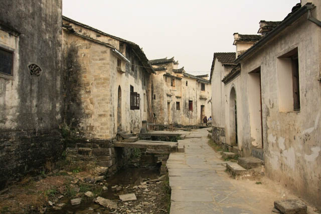 Wide Canals Permeating Xidi 西递 Ancient Town