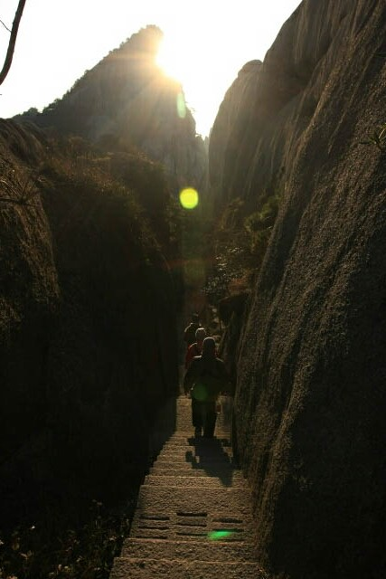 Very Narrow Pathway Down Huangshan 黄山