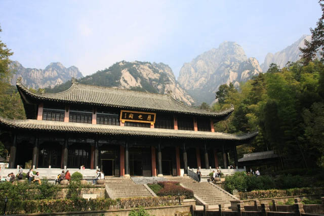 Ciguang Temple 慈光阁 Against the Magnificent Backdrop of Huangshan 黄山
