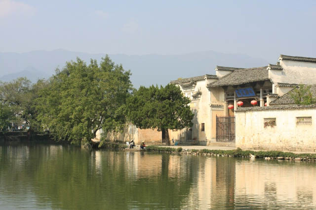 Huizhou Houses Beside the Moon Lake 月沼