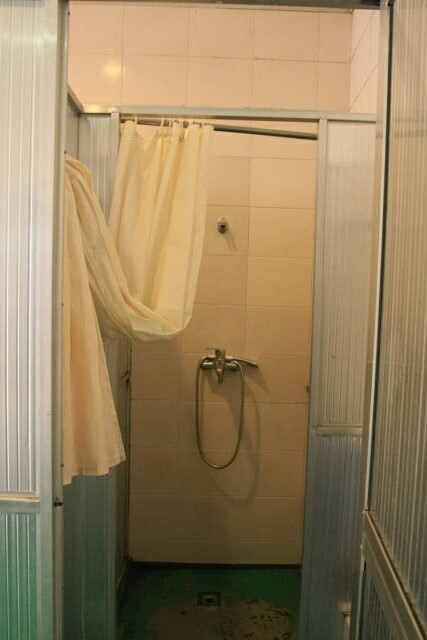 Shower Area in Shanghai Captain International Youth Hostel 上海船长国际青年旅社
