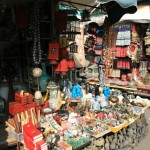 A Stall at the Dongtai Antique Market in Shanghai 上海东台路古玩市场