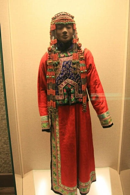 Minorities Costume Display at the Shanghai Museum 上海博物馆