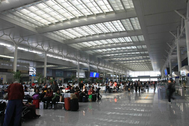 Sprawling Shanghai South Railway Station 上海南站