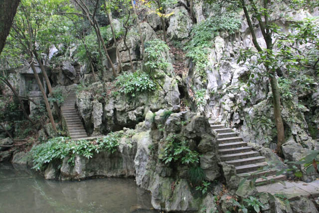 Path at the Foot of Feilai Feng 飞来峰