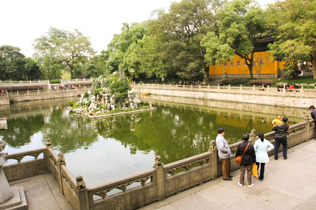 A Pond at the Leifeng Pagoda 雷锋塔
