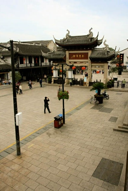 Plaza at the Entrance of Zhouzhuang 周庄