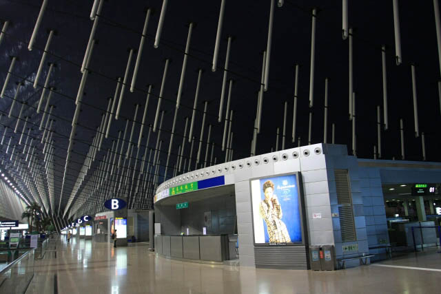 Inside the Shanghai Pudong International Airport 上海浦东国际机场