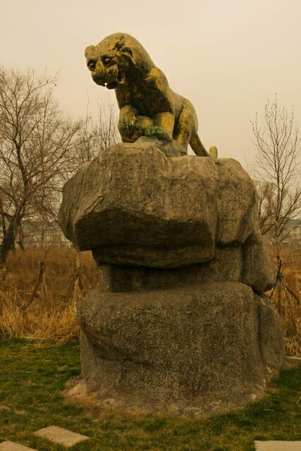 Statue of a Tiger at the Siberian Tiger Park 东北虎林园