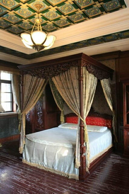Bedroom at the Puppet Emperor's Palace 伪满洲皇宫