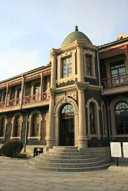 An Elegant Building in the Puppet Emperor's Palace 伪满洲皇宫