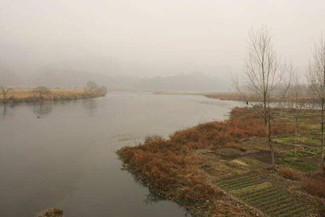 A Look at the Yalu River 鸭绿江