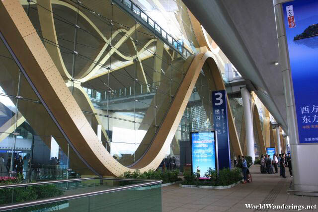 Outside the Kunming Changshui International Airport Passenger Terminal 昆明长水国际机场