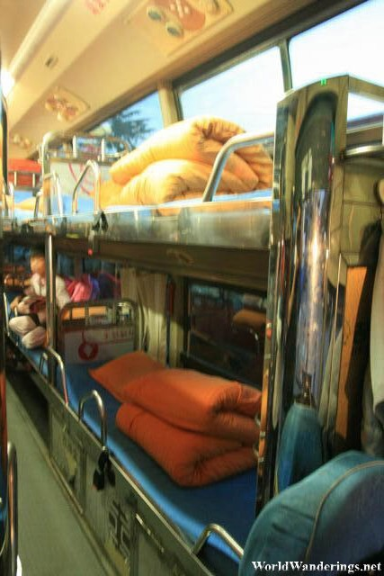 Small Beds on the Sleeper Bus from Kunming 昆明 to Shangrila 香格里拉