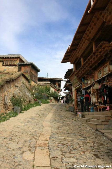 Dukezong Ancient Town 独克宗古城 is Quite Hilly