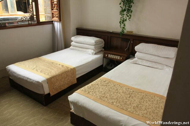 Nice Beds at the Crouching Dragon Guest House 卧龙客栈