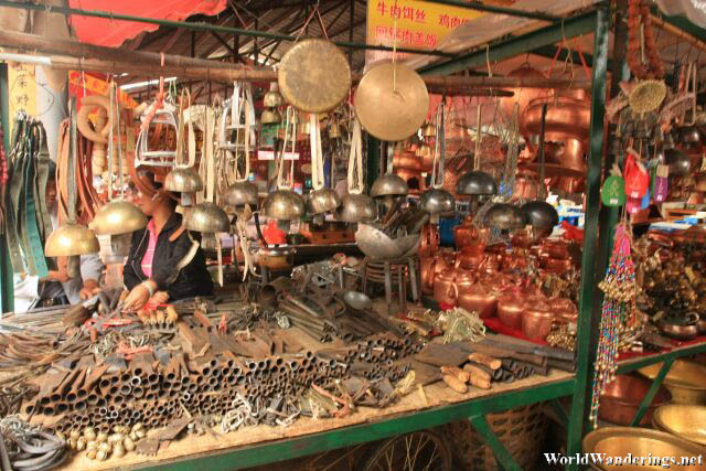 Selling Cooking Utensils at te Lijiang Ancient Town 丽江古城