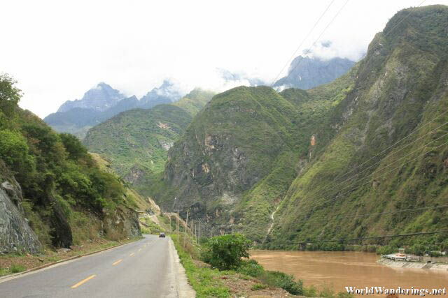 Lofty Mountains in the Distance on the Way to Tiger Leaping Gorge 虎跳峡