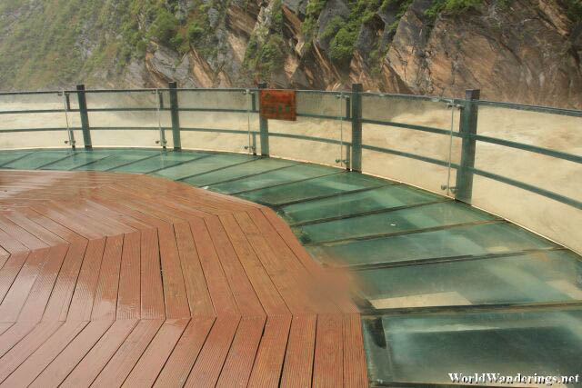 Viewing Platform at the Tiger Leaping Gorge 虎跳峡