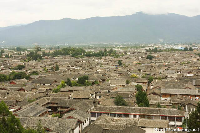 Overhead View of Lijiang Ancient Town 丽江古城 from Wangu Pavilion 万古楼
