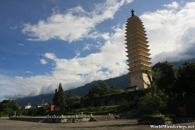 Visiting the Qianxun Pagoda 千寻塔 of the Three Pagodas 三塔