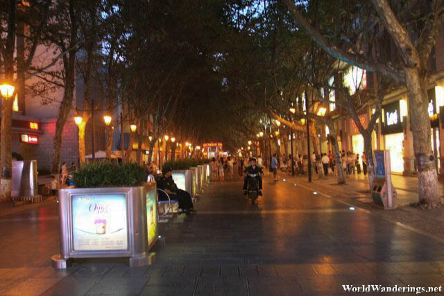 Brightly Lit Zhengyi Road 正义路 in Kunming 昆明