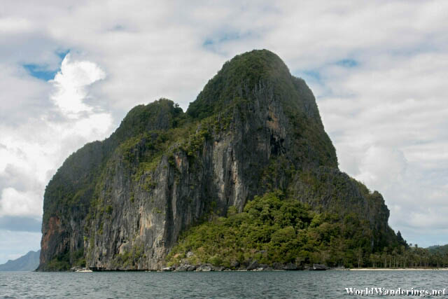 Pinagbuyutan Island Looming Large in El Nido