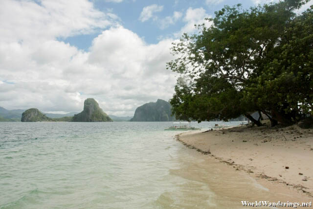 Lonely Beach at Pinagbuyutan Island