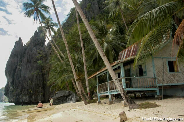 Isolated Beach at Pinagbuyutan Island in El Nido