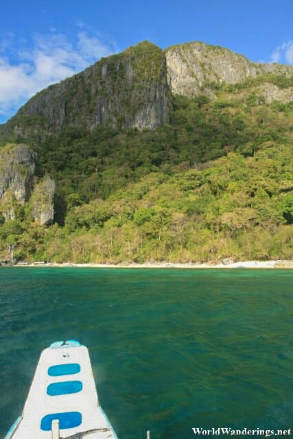 Approaching Ipil Beach at El Nido