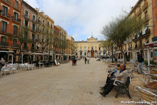 Nice Place to Hang Out at Plaça de la Font in Tarragona
