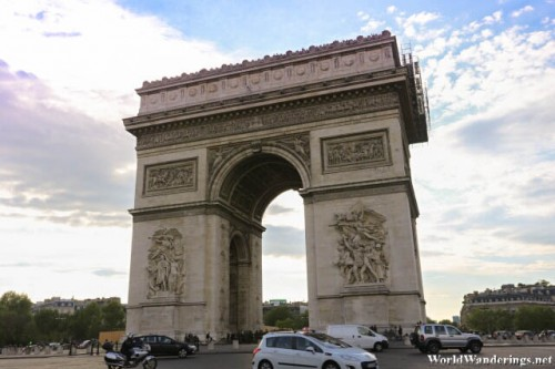 Admiring the Arc de Triomphe at the Place Charles de Gaulle
