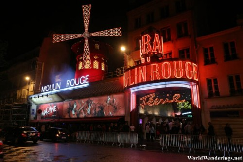 Long Queue Outside the Famous Moulin Rouge