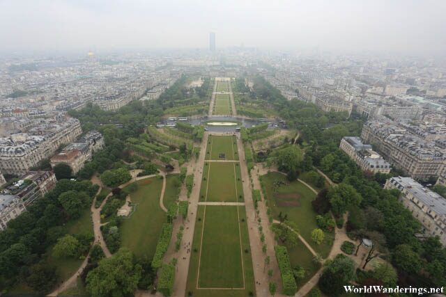 Massive Garden at the Foot of the Eiffel Tower