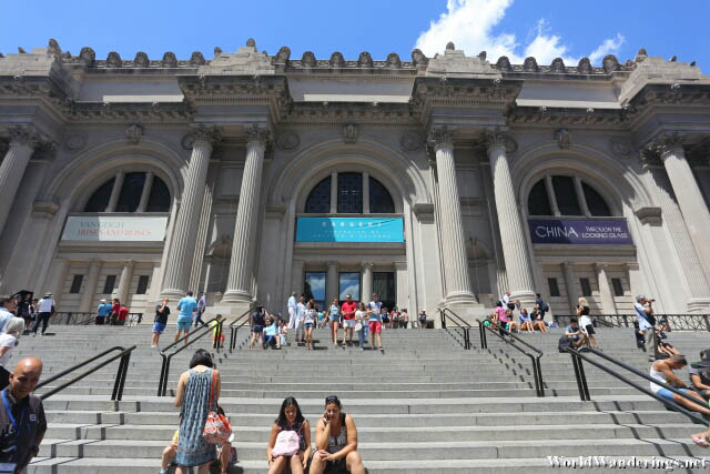 Entrance of the Metropolitan Museum of Art in New York