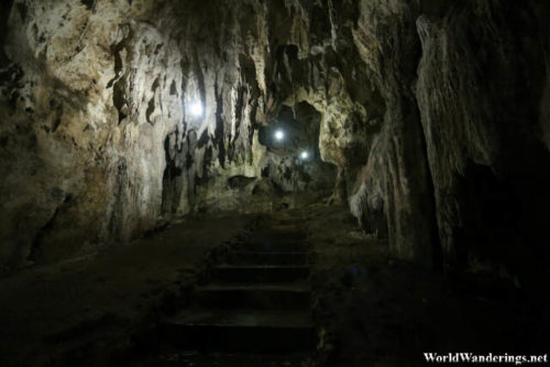 Walking Inside Hoyop-hoyopan Cave