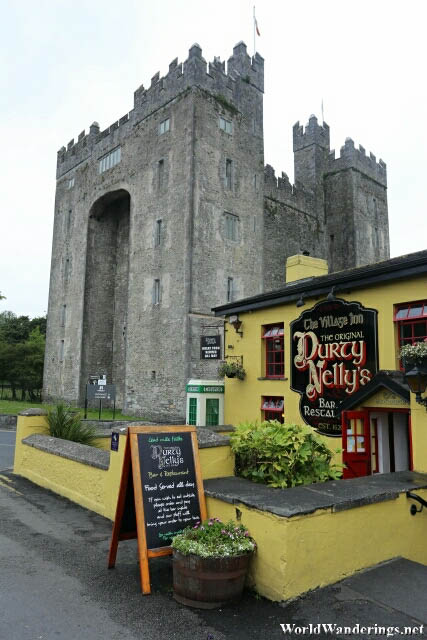 Durty Nelly's Bar and Restaurant Outside Bunratty Castle